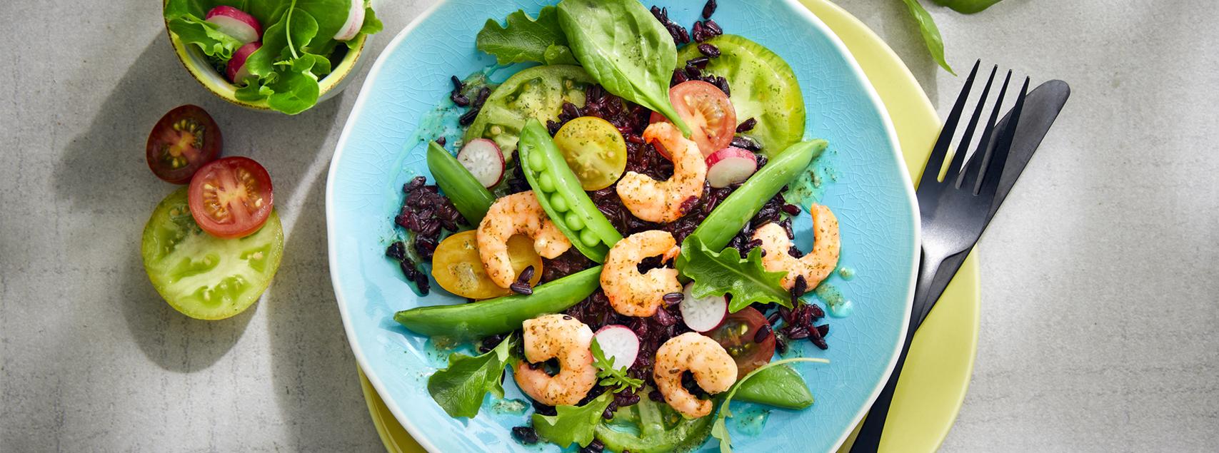 Salad of black rice and marinated prawns